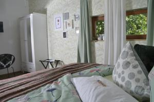 A bed or beds in a room at Romantisches Bed&Breakfast Apfelstern