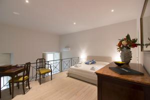 Letto o letti in una camera di Palazzo d'Auria ApartHotel
