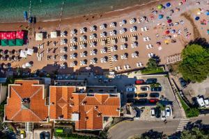 Blick auf Hotel California by Aycon aus der Vogelperspektive