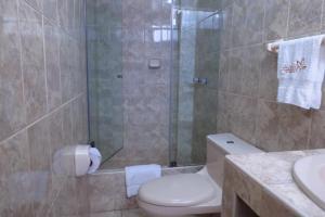 A bathroom at Hotel Las Flores