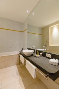 Ein Badezimmer in der Unterkunft Aqua Aurelia Suitenhotel an den Thermen