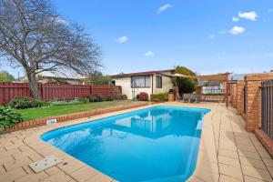 The swimming pool at or near Comfort Inn Heritage Wagga