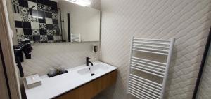A bathroom at Hôtel Bella Vista