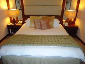 Кровать или кровати в номере Danat Jebel Dhanna Resort