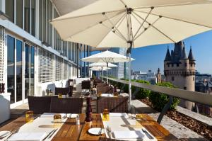 A restaurant or other place to eat at Flemings Selection Hotel Frankfurt-City