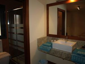 A bathroom at Hotel Rural Las Águedas