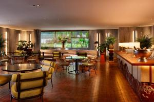 A restaurant or other place to eat at Hotel SOFIA Barcelona, in The Unbound Collection by Hyatt