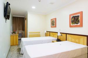 A bed or beds in a room at Hotel Domani