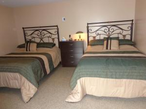 A bed or beds in a room at Happy Motel
