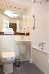 A bathroom at Highland Gate, Stirling by Marston's Inns