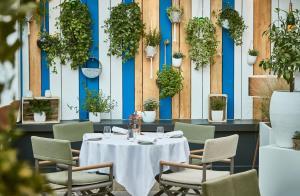 مطعم أو مكان آخر لتناول الطعام في فندق باريير لو غري دي ألبيون