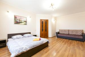 A bed or beds in a room at Центр! Папанинцев 111-53