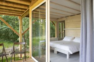 A bed or beds in a room at Maisons de Vacances Castelwood
