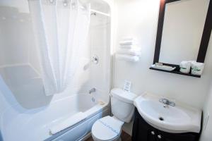 A bathroom at Motel Mistral