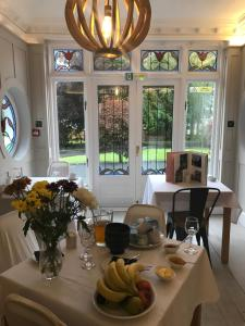 A restaurant or other place to eat at LLwyn Country House