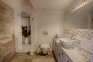 A bathroom at S3 Hotels Orange