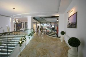 Hol lub recepcja w obiekcie Hotel Atena Wedding, Business & Spa
