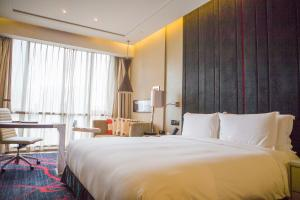 A bed or beds in a room at Hilton Xi'an High-Tech Zone
