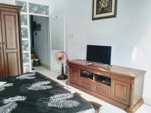 A television and/or entertainment center at Homestay Sofie