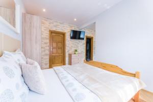 Łóżko lub łóżka w pokoju w obiekcie A&B Apartments II
