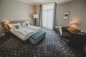 A bed or beds in a room at Art Déco Hotel Elite