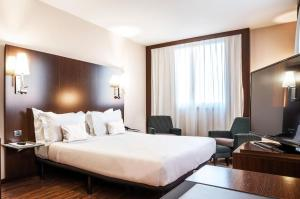 A bed or beds in a room at Max Hotel Livorno