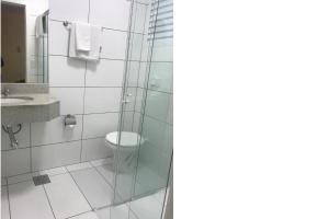 A bathroom at Farol Hotel