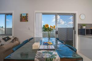 A view of the pool at PEACEFUL 2Kingbed RootyHill Townhouse near Station or nearby