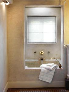 A bathroom at City B&B Villa Nicola