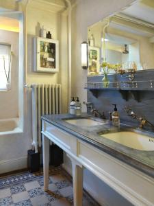 A kitchen or kitchenette at City B&B Villa Nicola