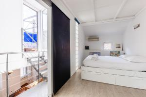 A bed or beds in a room at Le Solarium - Superbe maison et son secret toit terrasse