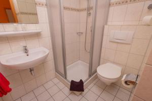A bathroom at Weingut Christian Bucher