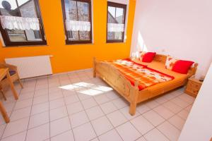 A bed or beds in a room at Weingut Christian Bucher