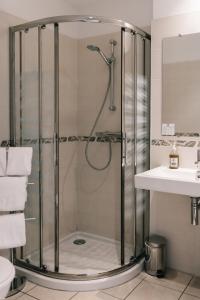 A bathroom at Hôtel La Résidence