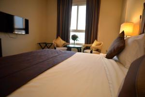 Кровать или кровати в номере Strato Hotel By Warwick