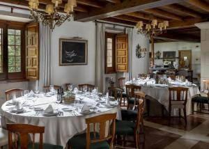 A restaurant or other place to eat at Parador de Cambados