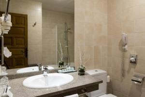 A bathroom at Parador de Cambados