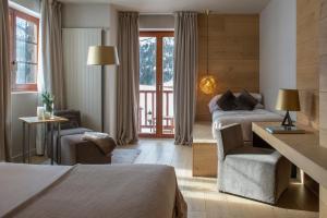 Una televisión o centro de entretenimiento en Grau Roig Andorra Boutique Hotel & Spa