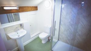 A bathroom at Coddy's Farm