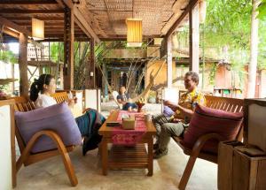 Ein Restaurant oder anderes Speiselokal in der Unterkunft Baan Boo Loo Village
