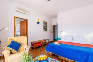 A bed or beds in a room at Hotel Los Castaños