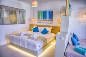 Ένα ή περισσότερα κρεβάτια σε δωμάτιο στο Alia Luxury Suites