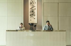 أعضاء طاقم العمل في فندق فورسيزونز كوالالمبور