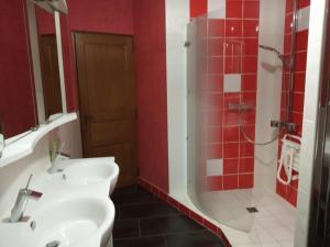 Salle de bains dans l'établissement gite de la fontaine