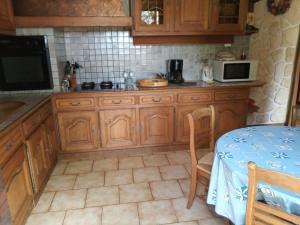 Cuisine ou kitchenette dans l'établissement gite de la fontaine
