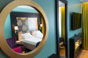 سرير أو أسرّة في غرفة في فندق ثون تيرمينوس