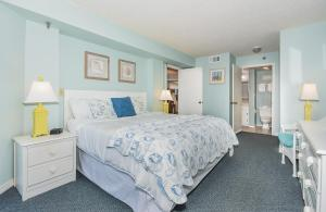 A bed or beds in a room at Ocean Trillium Suites