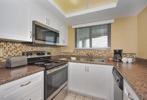 A kitchen or kitchenette at Ocean Trillium Suites