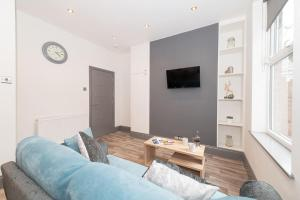 A television and/or entertainment center at Modern New Refurbished House with Parking