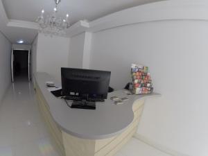A television and/or entertainment centre at HOTEL DO CENTRO - Próximo a Santa Casa, Assembleia e Palácio - Pet Friendly